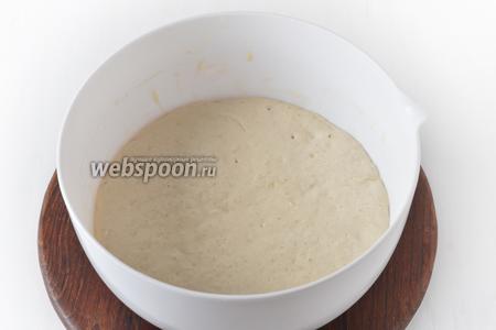 Накрыть тесто полотенцем и оставить в тёплом месте на 20-25 минут.