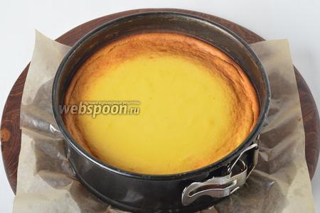 Готовить в духовке, разогретой до 160°С, 35-40 минут. При этом на дно духовки выложить посуду с кипящей водой. Охладить в духовке при приоткрытой дверце.