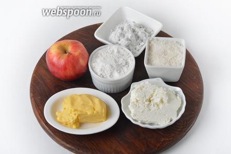 Для работы нам понадобится творог, сливочное масло, сахар, яблоки, картофельный крахмал, мука.