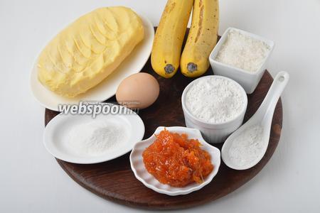 Для работы нам понадобится мука, сливочное масло, сахар, ванильный сахар, соль, разрыхлитель, густое варенье, банан, желток.