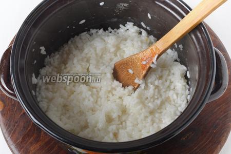 120 грамм риса промыть и отварить почти до готовности.