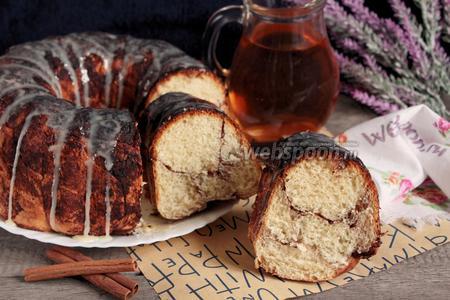 Мраморный глазированный пирог с корицей
