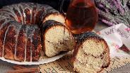 Фото рецепта Мраморный глазированный пирог с корицей