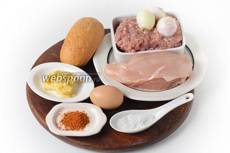 Для работы нам понадобится куриное филе, говяжий фарш, сливочное масло, яйцо, приправа для курицы, соль, бутербродная булочка, лук репчатый, лук фиолетовый.
