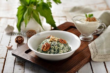 Салат из крапивы с ореховым соусом