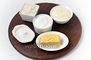 Для приготовления теста нам понадобится жирная сметана, сливочное масло, мука, какао, сода, уксус.