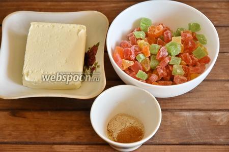 Для начинки подготовить: цукаты, молотую корицу, кардамон и сливочное масло.