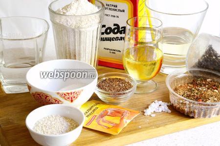 Для приготовления бездрожжевых гриссини нам понадобится, мука, вино белое (сухое, полусухое или полусладкое), вода, разрыхлитель, сода, соль, сахар, специи, семена льна и кунжута, растительное масло (оливковое или подсолнечное рафинированное).