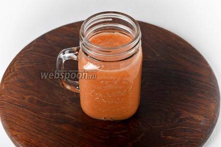 Смузи из моркови и сельдерея готов.