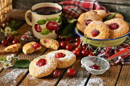 Овсяное печенье с вишней
