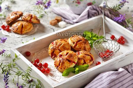 Пирожки с красной смородиной