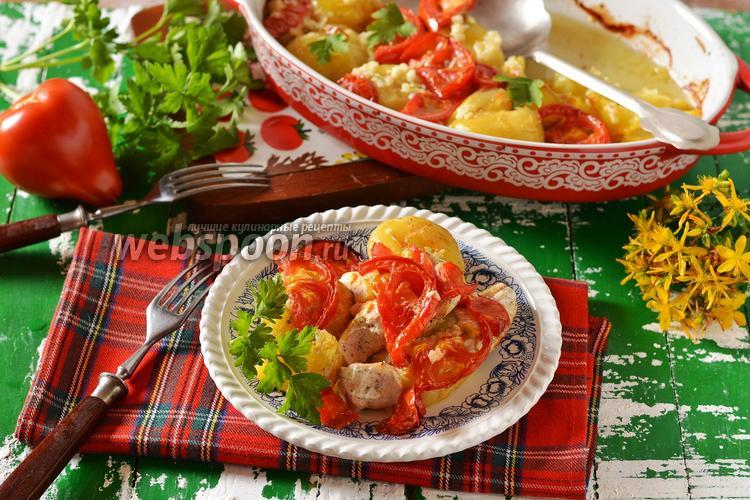 Фото Запечённая куриная грудка с картофелем и помидорами