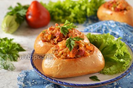 Булочки с овощами и курицей