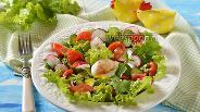 Фото рецепта Овощной салат с яйцом пашот