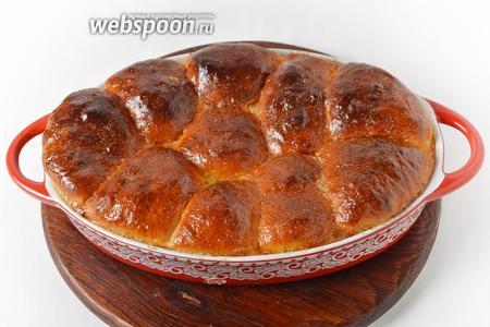 Выпекать при 180°С до готовности пирожков, приблизительно 25 минут.