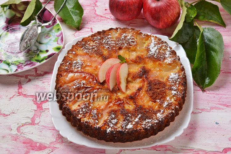 Фото Пирог с яблоками на сковороде