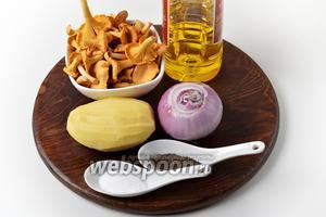 Для приготовления начинки нам понадобятся лисички, картофель, лук, подсолнечное масло, соль, чёрный молотый перец.