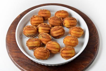 Орешки из жидкого теста готовы.