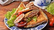 Фото рецепта Лаваш с колбасой и сыром на сковороде