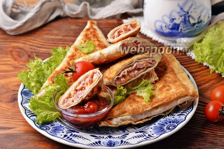 Фото Лаваш с колбасой и сыром на сковороде