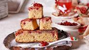 Фото рецепта Пирог с красной смородиной замороженной