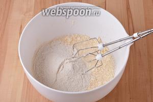 Вмешать 350 грамм сухой смеси для кексов.