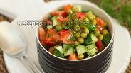 Фото рецепта Салат из помидоров, огурцов и консервированного горошка
