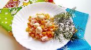 Фото рецепта Салат из крабовых палочек с жареным луком