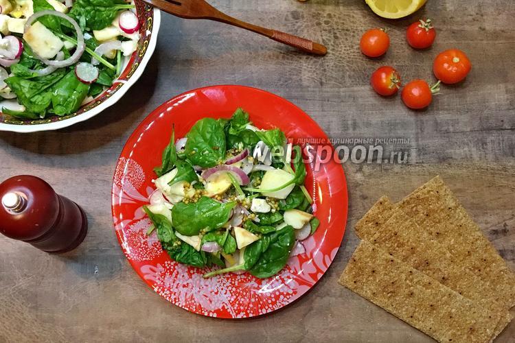 Фото Салат со шпинатом, яблоками и сыром фета
