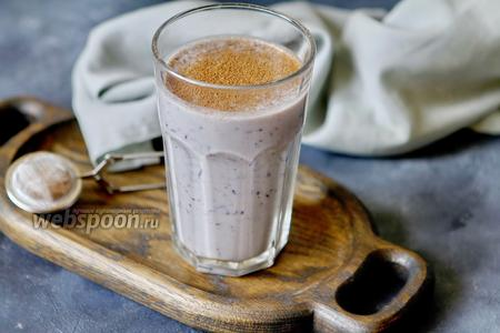 Фото рецепта Овсяное молоко с бананом и голубикой