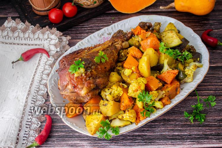 Фото Запеченная голень индейки с осенними овощами