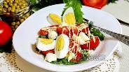 Фото рецепта Салат из одуванчиков с помидорами и моцареллой