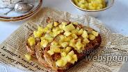 Фото рецепта Гренки с тушёными яблоками