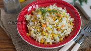 Фото рецепта Салат с кукурузой и солёным арахисом