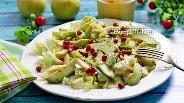 Фото рецепта Салат из пекинской капусты с авокадо и яблоком