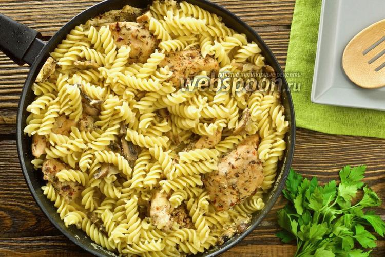 Фото Макароны с куриным филе и грибами в сливочном соусе