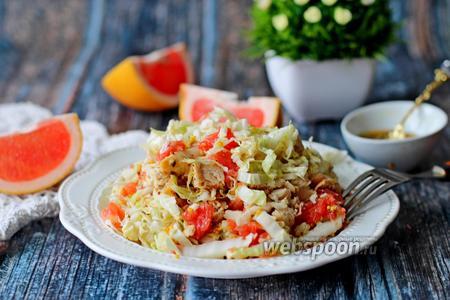 Салат из пекинской капусты с печёной курицей и грейпфрутом