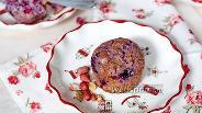 Фото рецепта Маффины с замороженной чёрной смородиной