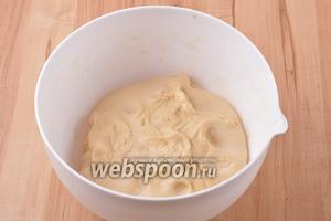 За это время тесто должно увеличиться в объёме в 2 раза.