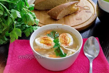 Суп лапша из индейки с отварным яйцом