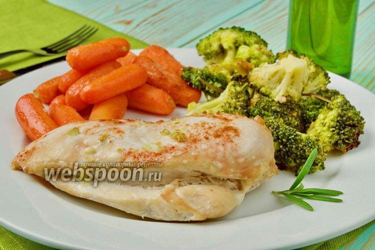 Фото Куриное филе с морковью и брокколи в духовке