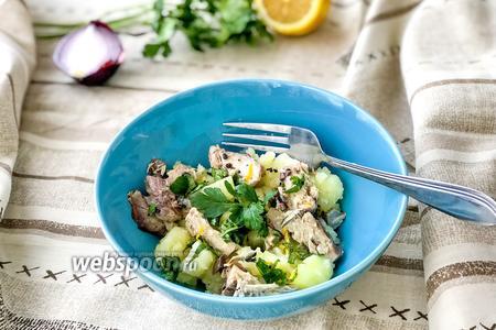 Салат с картофелем и скумбрией