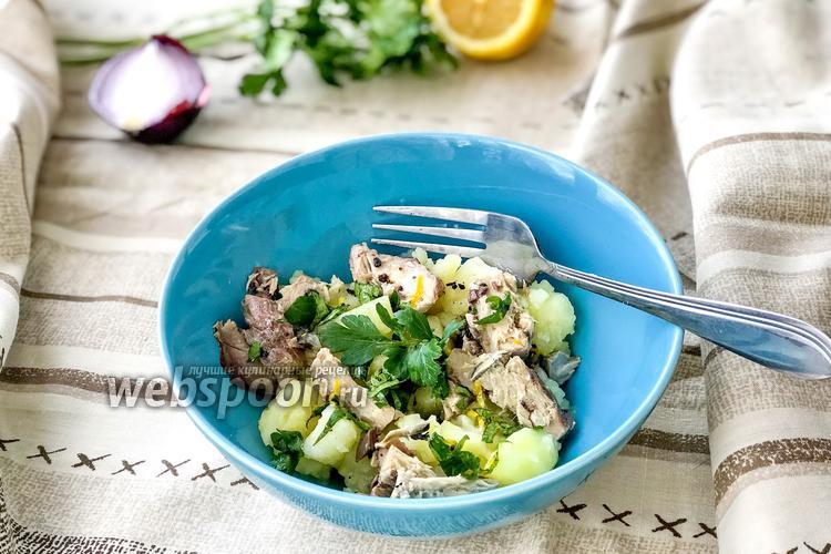 Фото Салат с картофелем и скумбрией