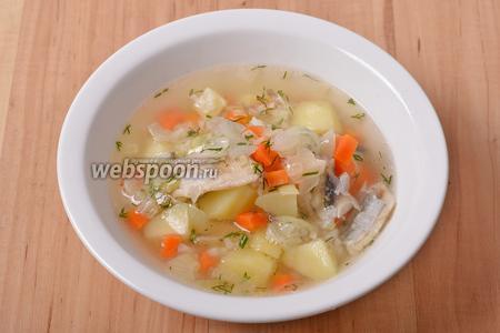 Суп с мойвой готов к подаче.