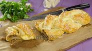 Фото рецепта Косичка из слоёного теста с фаршем и сыром