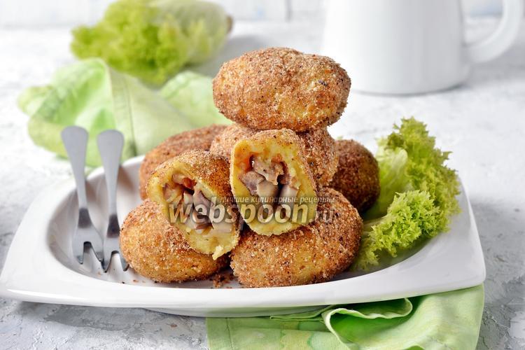 Фото Зразы картофельные с грибами в духовке