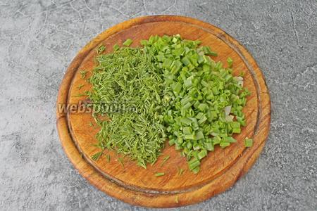 По 1 пучку укропа и зелёного лука промойте, обсушите и нарежьте мелко.