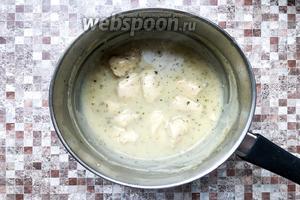 Вот так выглядит готовая курица в мучном соусе. Приятного аппетита.