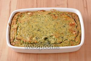 Выпекать при 180°С приблизительно 25 минут до готовности. Пирог с замороженным шпинатом и сыром готов к подаче.