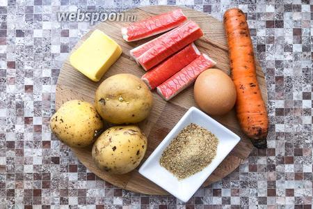 Для рецепта необходимо взять следующий набор продуктов: картофель, крабовые палочки, сыр, яйцо, морковь, панировочные сухари.